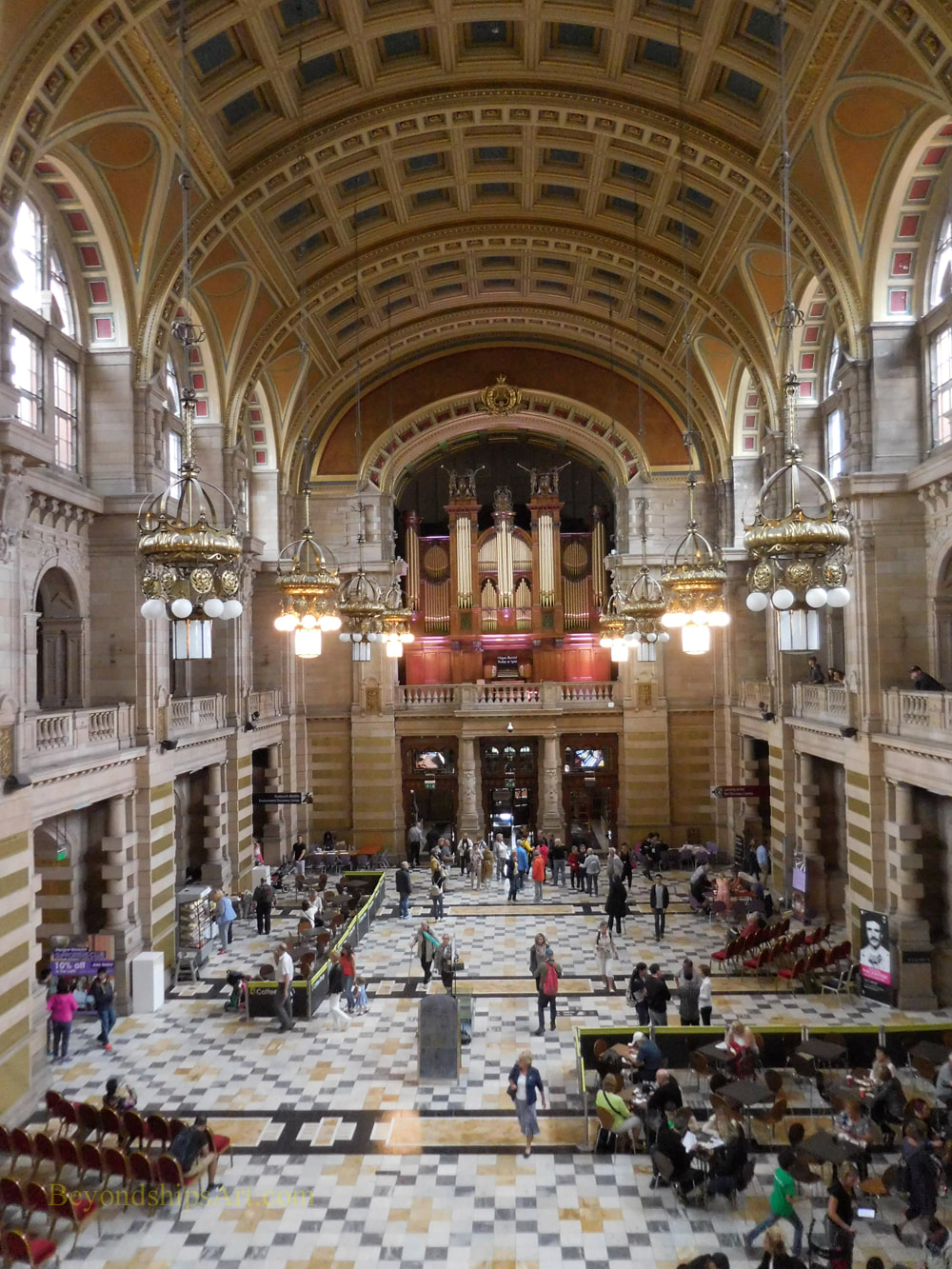Central hall  Kelvingrove Museum and Art Gallery